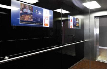 """21.5"""" Glas TV für den Bereich Digital Signage, installiert in einem Aufzug @ Premier Palace Hotel in der Ukraine."""