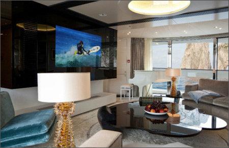 """55.0"""" Glas TV für den Bereich Digital Signage, installiert in einem Schiffsbau @ Quinta Essentia in den Niederlanden."""