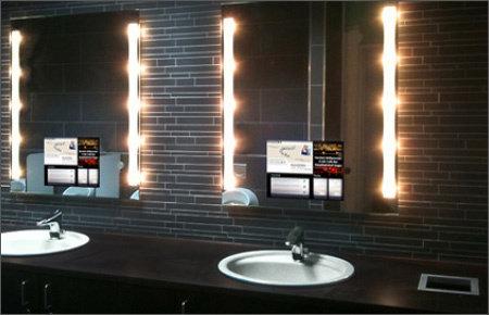 """13.3"""" Lichtspiegel TV für den Bereich Digital Signage, installiert in einer öffentliche Toilette @ Fazz Singen in Deutschland."""